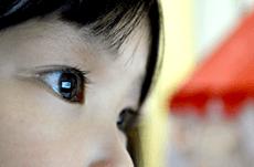子どもの近眼予防の鍵は「太陽光」にあった!