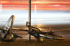 スマホにイヤホン…自転車事故の実状とは?