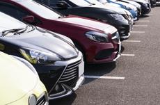 日本人の車、一番多いメーカー・色・平均使用年数は?