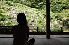 現代社会と離別する!?京都で人気の瞑想法